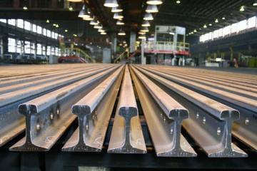 Железнодорожные рельсы используются при организации различных путей