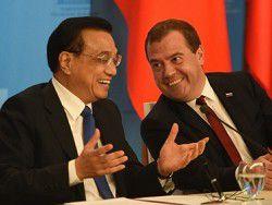 Медведев показал китайскому премьеру коллекцию картин